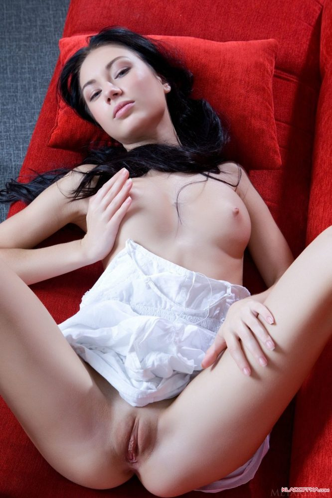Brunette Anabelle spread her legs and shows her pussy