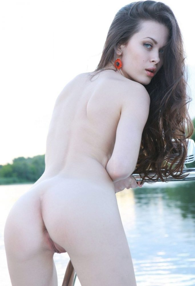 Naked sexy bitch Amelie on the boat erotic photos